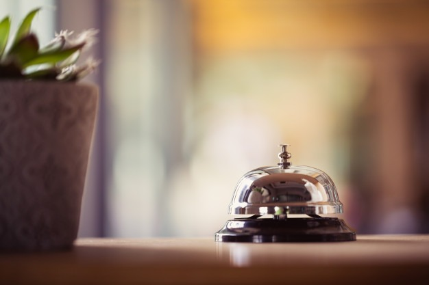 trabajar de recepcionista de hotel