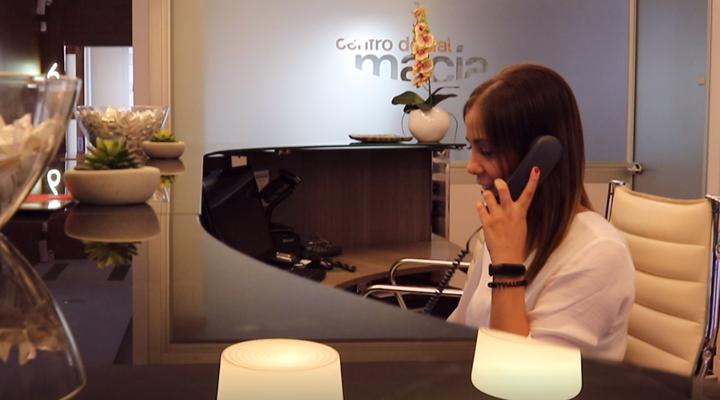 recepcionista-clinica-cristina-neiro